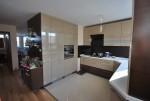 kuchnia fornir wenge połaczona z lakierem , białym blatem i dodatkam w kolorze chromu